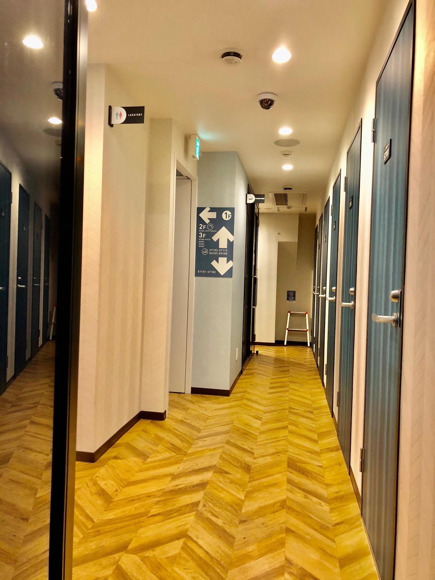道玄坂NETROOM1.st 安心安全鍵付完全個室の入口の写真