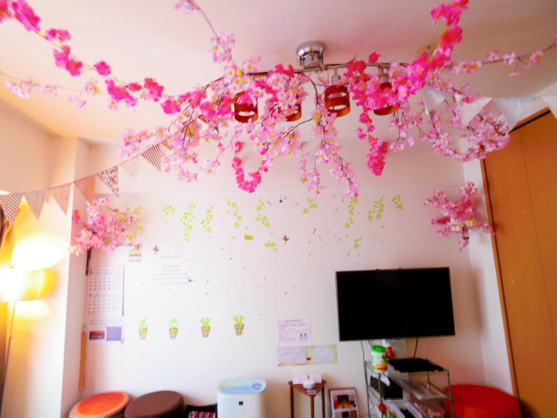 インドア花見仕様になっています(4月10日頃まで) - 上野の森ピクニック パーティースペースの室内の写真