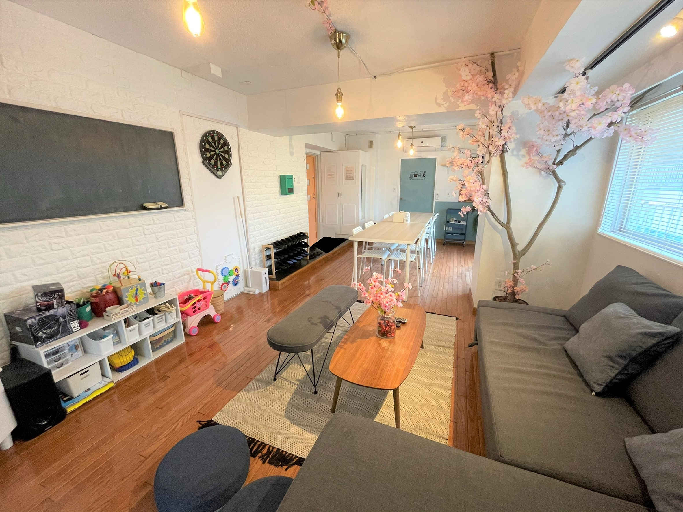 3月13日~4月末まで 桜装飾中 - COCODE下北沢 パーティー・会議室・撮影スタジオの室内の写真