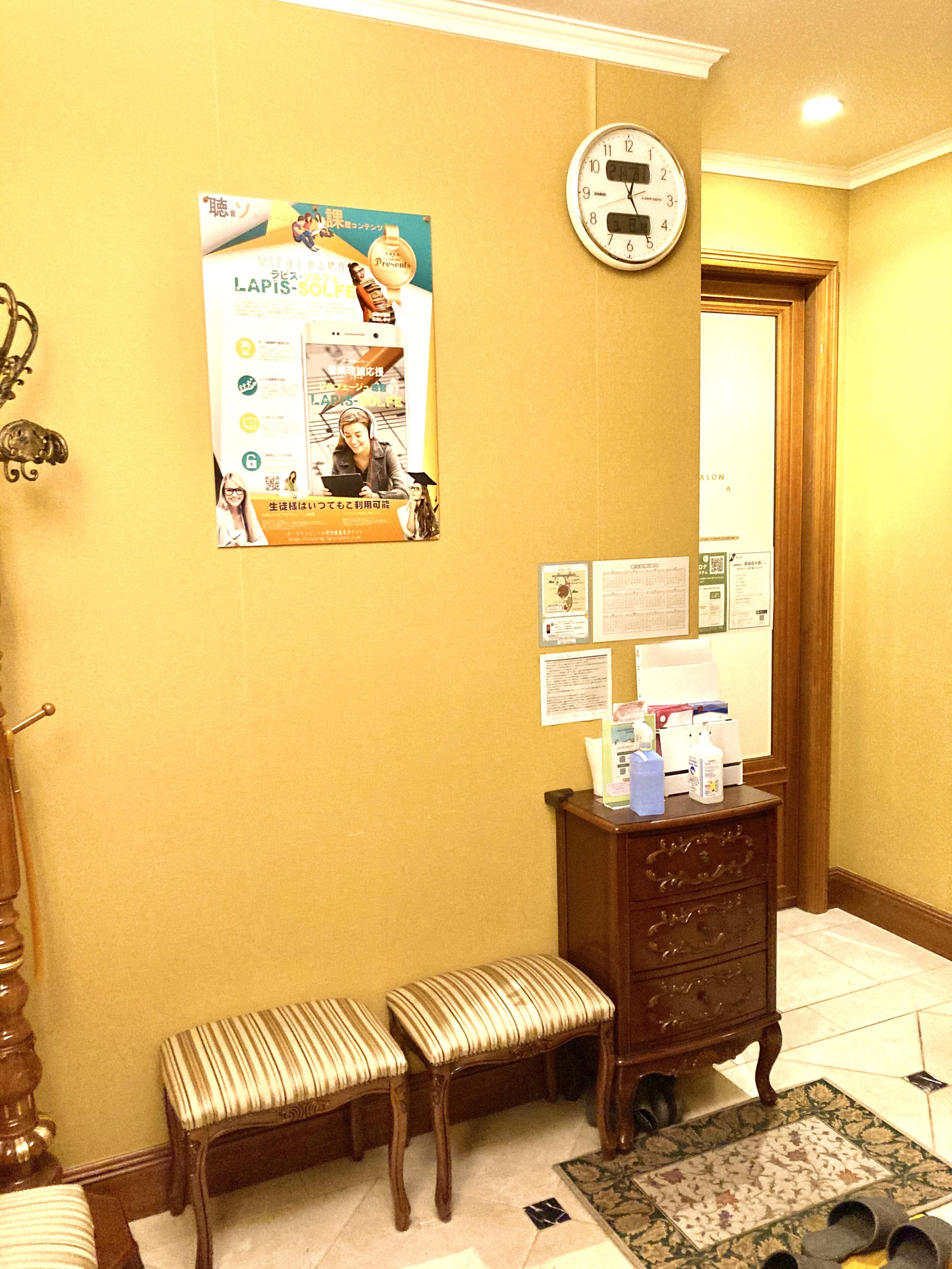 ザーラ・カンパニー 《即決》スタィンウェイ・ピアノの入口の写真