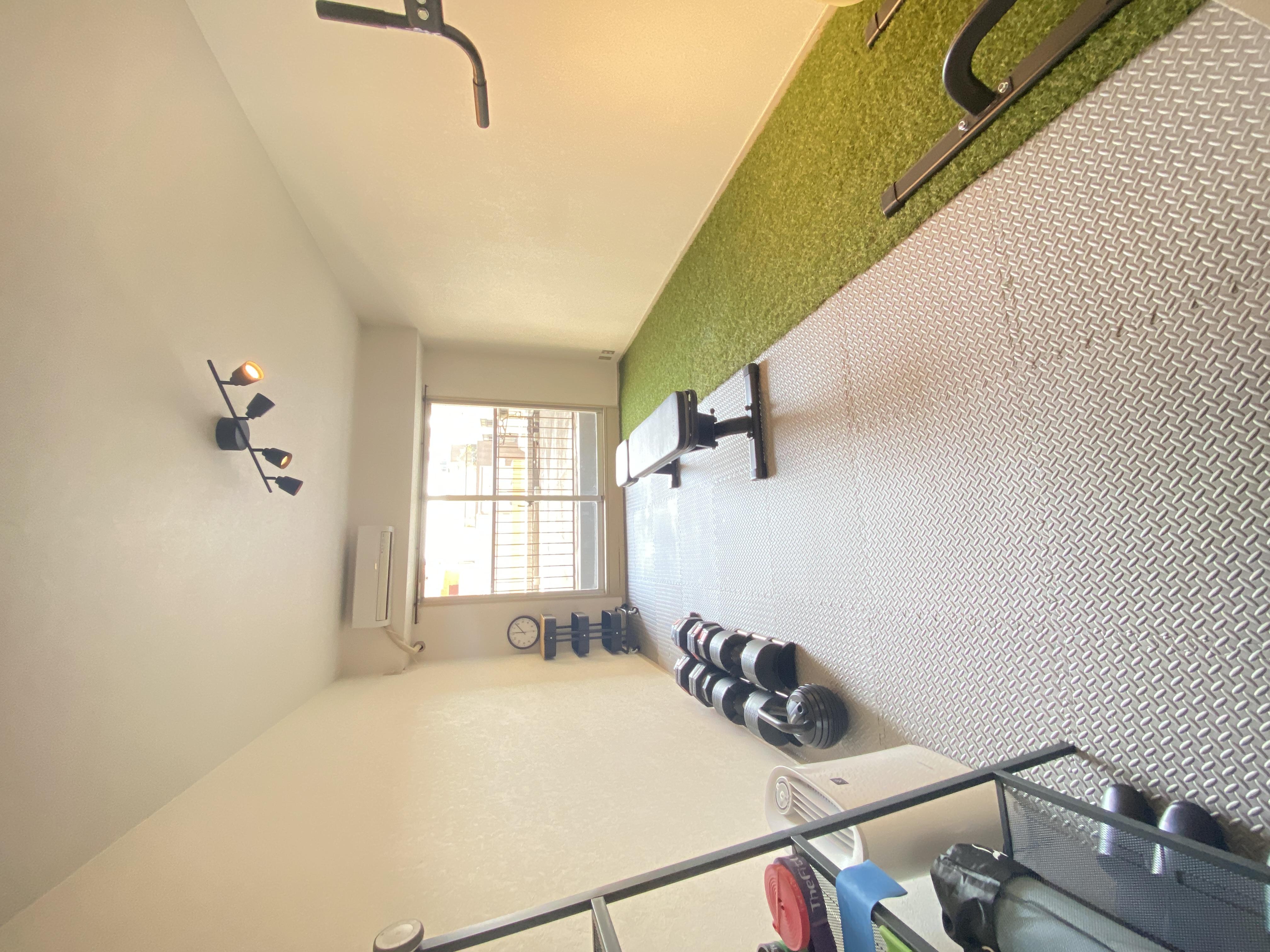 窓が大きくて明るいスペースです♫ - レンタルジムY3池尻大橋の室内の写真