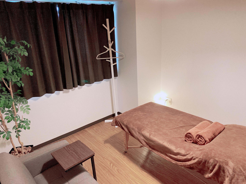 はりきゅう整体 和み サロンスペースの室内の写真