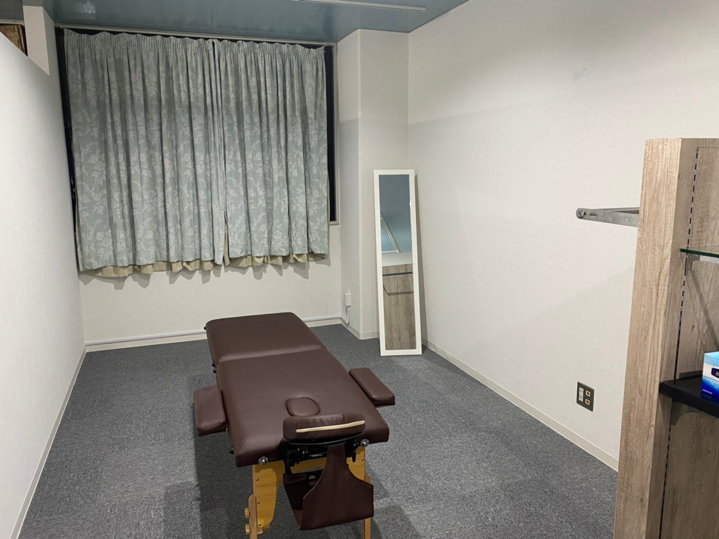 南向きの明るい御部屋になりますが、外部からの室内への視線が気になる場合はカーテンをお閉め下さい。 - ぽっぽスタイル Room Bの室内の写真