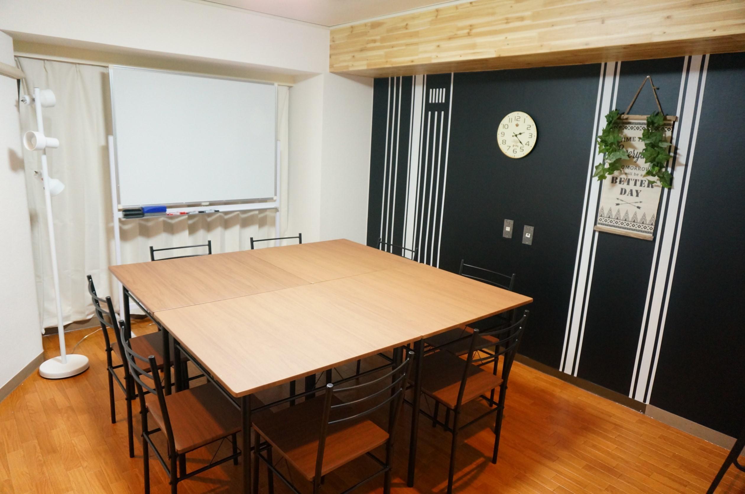 【ウッド会議室】 Wi-Fi/プロジェクター無料の貸し会議室♪の室内の写真