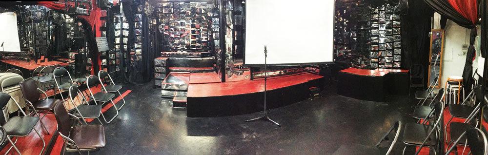 劇場型ミニライブスペース『J28スタジオ』 劇場型レンタル・ライブスペース『J28スタジオ』の室内の写真