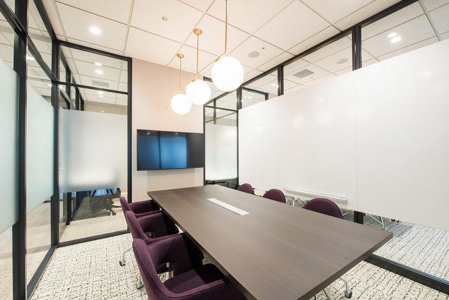 fabbit青山 会議室の室内の写真