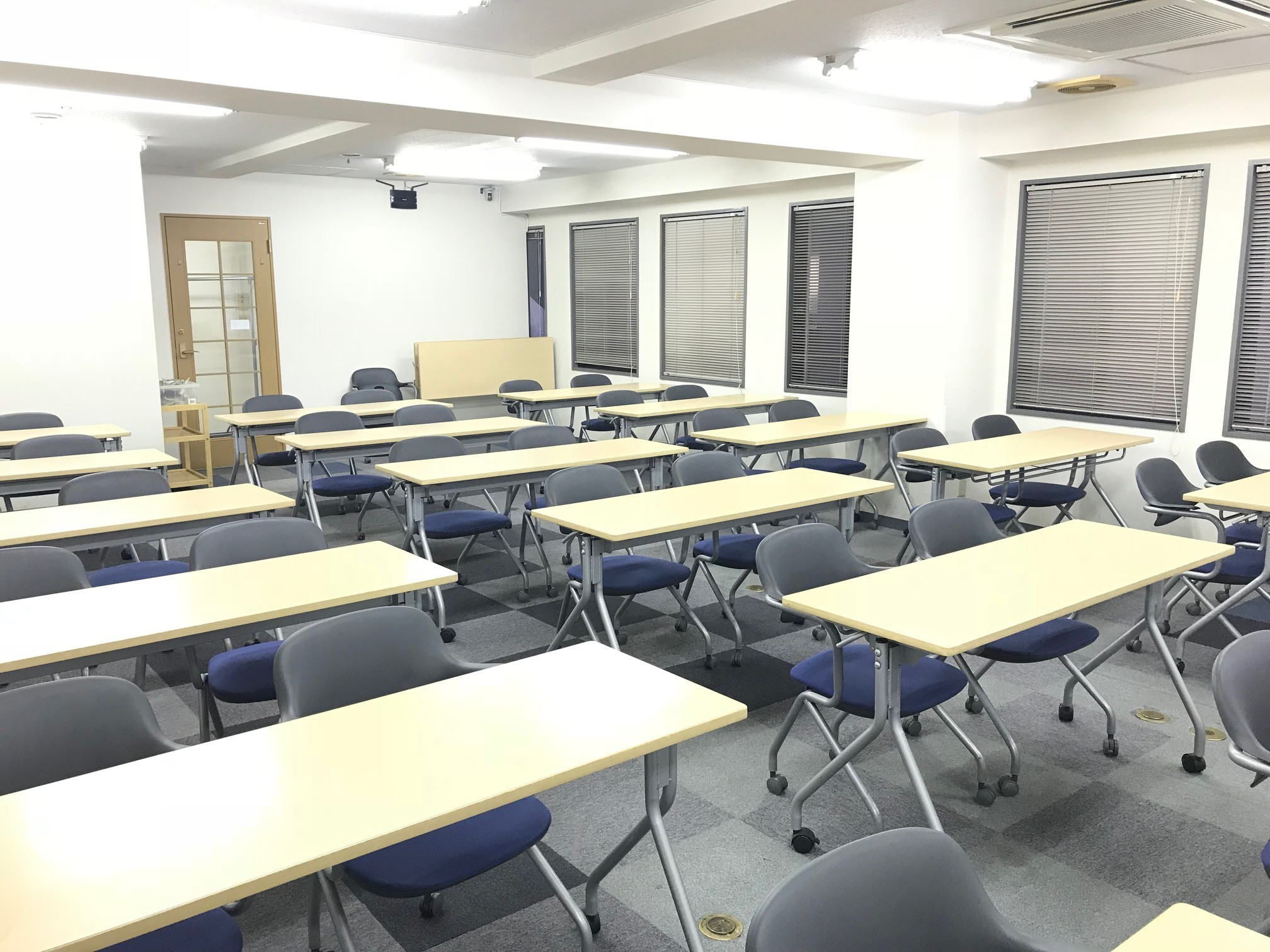 澤田聖徳ビル 5B会議室の室内の写真