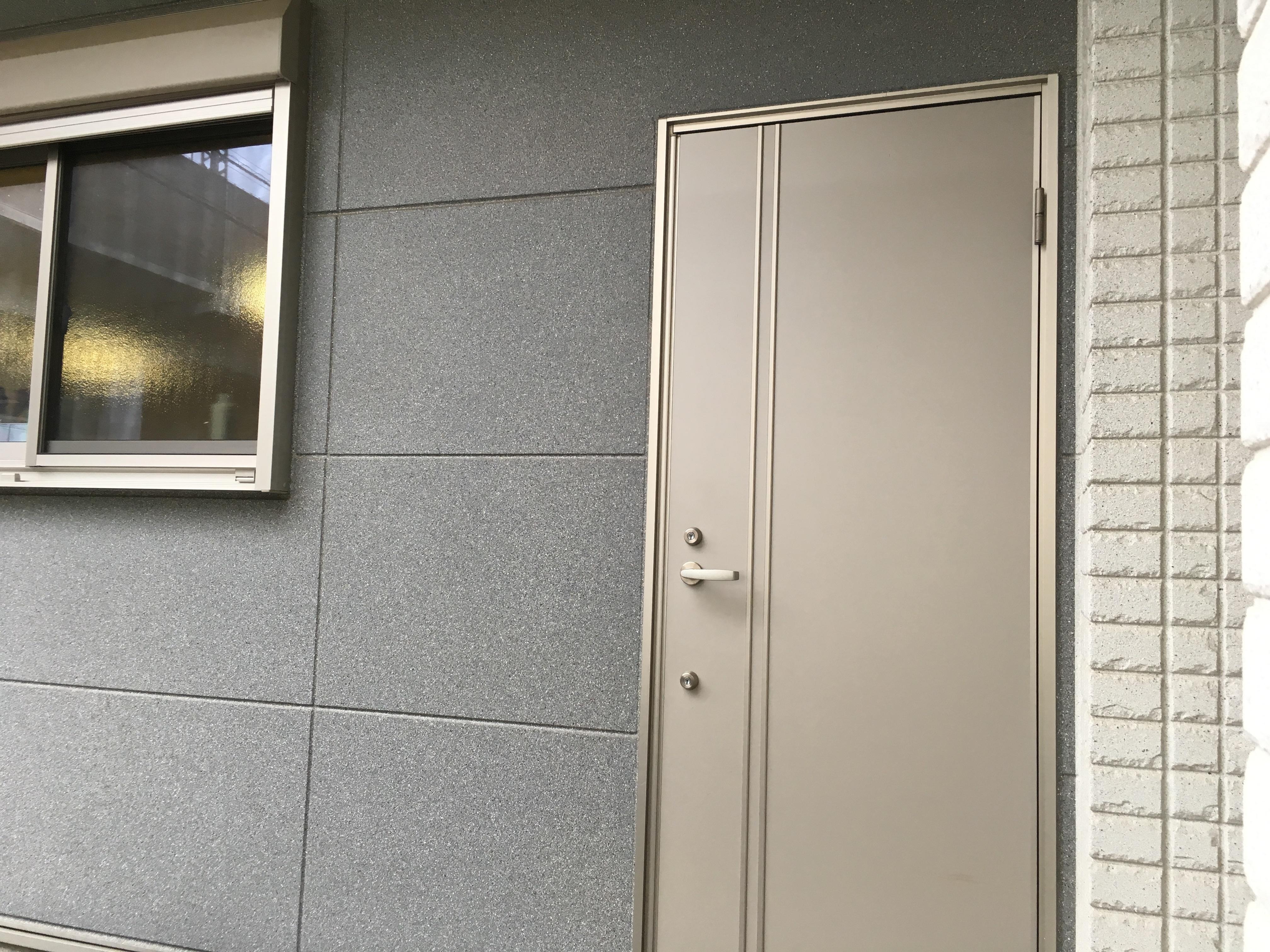 ハイドアウト レンタルサロンの入口の写真