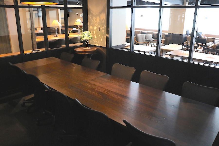 新橋コワーキングスペース Basis Point 12名用会議室 (Room C)の室内の写真