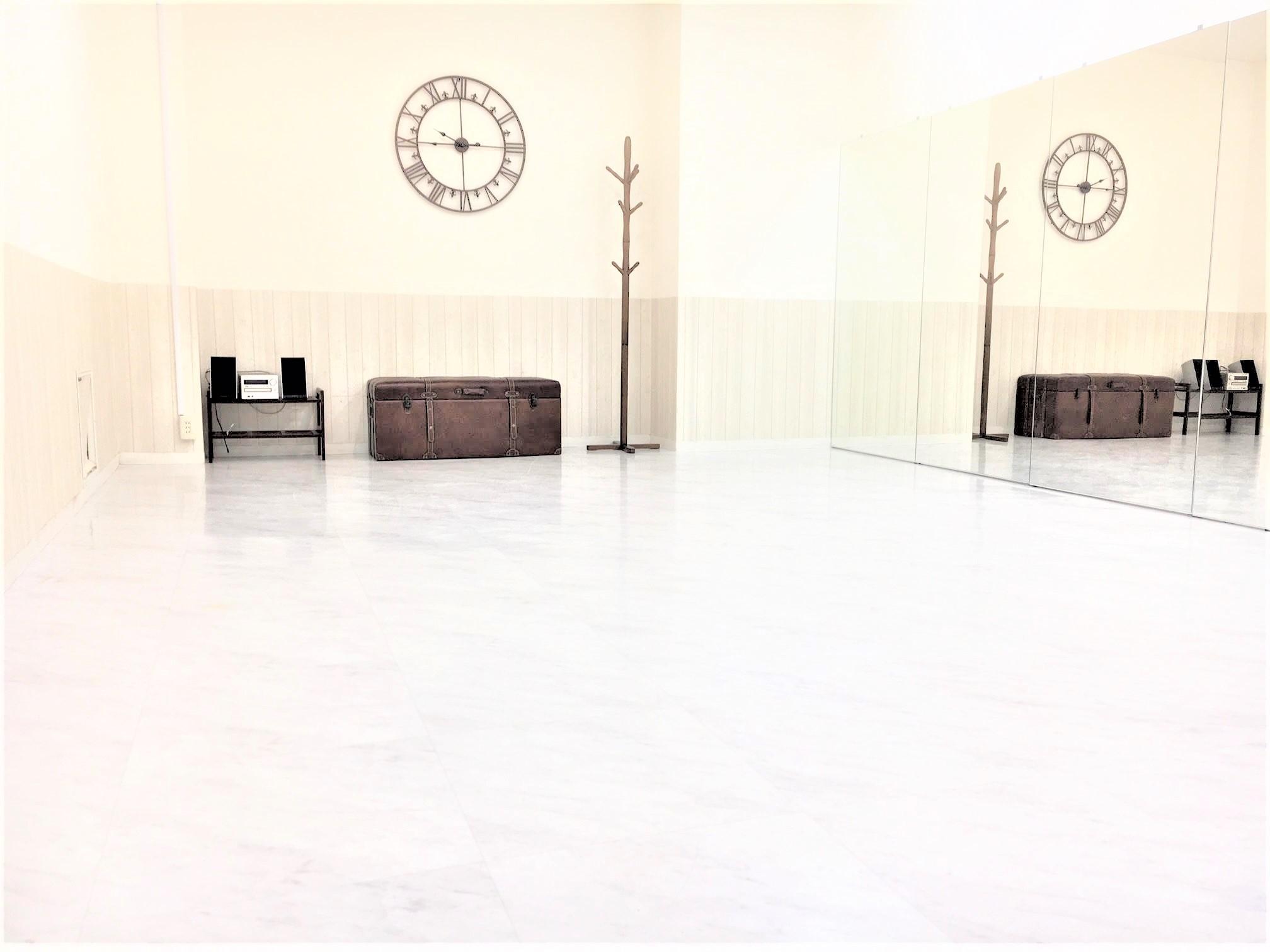 UraraDance横浜 関内店 ホワイトスタジオの室内の写真