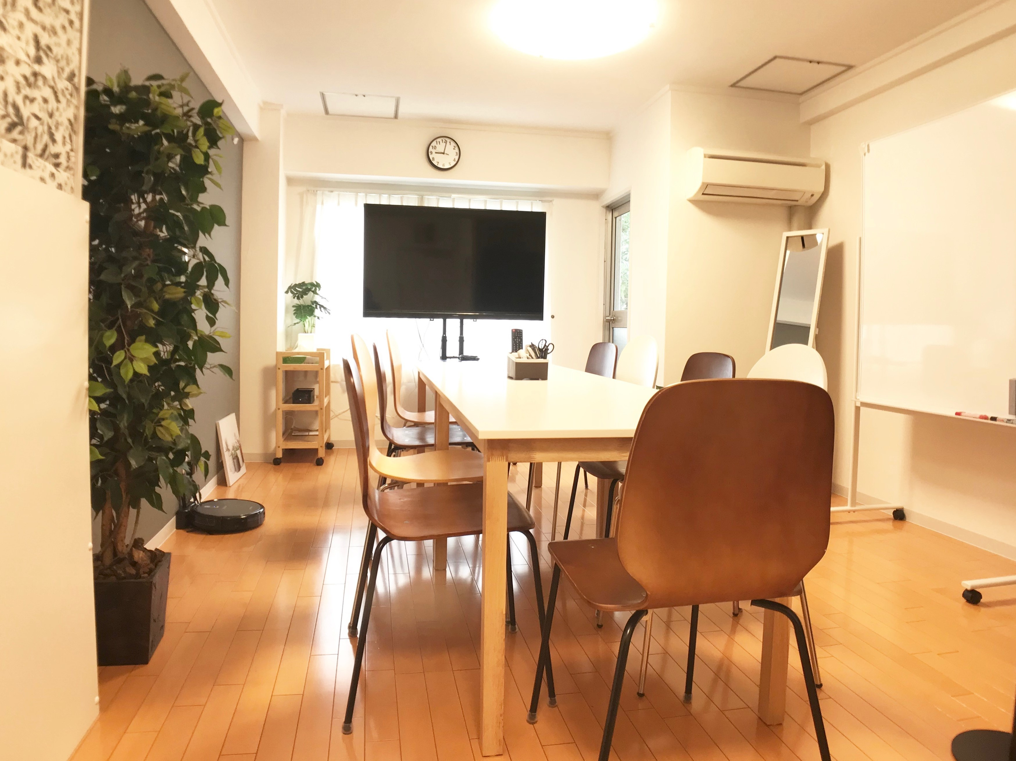 楽らく会議室 東陽町 <お洒落で機能的な駅近の会議室>の室内の写真