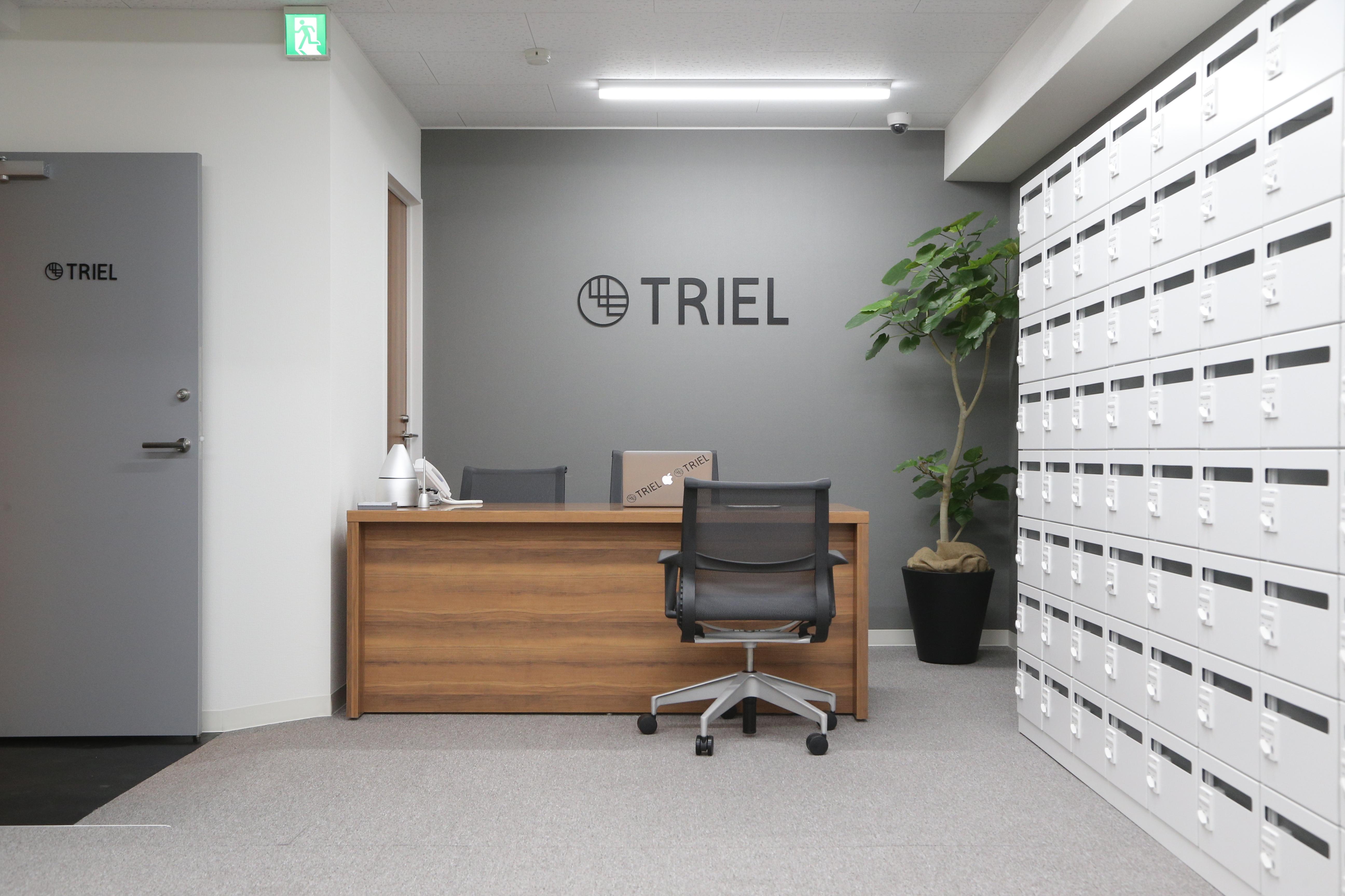 Triel東京  12名会議室の入口の写真